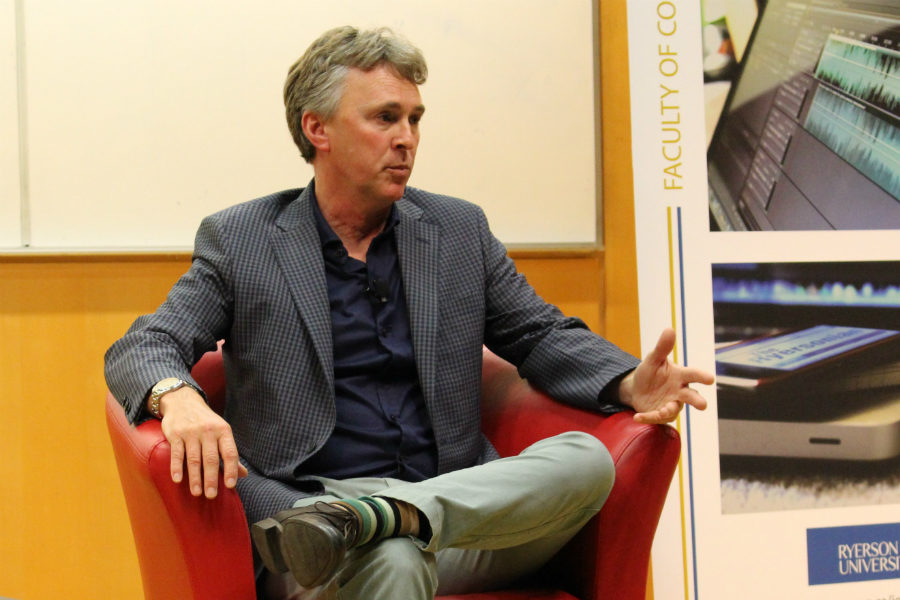 Kevin Donovan, investigative reporter at the Toronto Star, speaking at the Ryerson School of Journalism on Oct. 18, 2016. (Jasmine Bala)